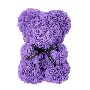 Μικρό αρκουδάκι με λιλά τριαντάφυλλα
