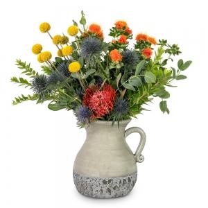 Βάζο κανάτα με φθινοπωρινά λουλούδια