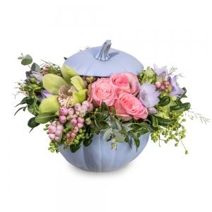 Μωβ κολοκύθα με φρέζιες, τριαντάφυλλα και ορχιδέες